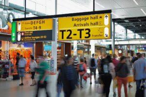 空港で訪日観光客をしつこく追い回す「Youは何しに日本へ?」