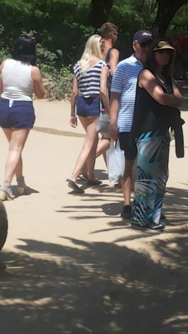 スペインやイタリアの女子の間でケツを半分出すファッションが流行している!?