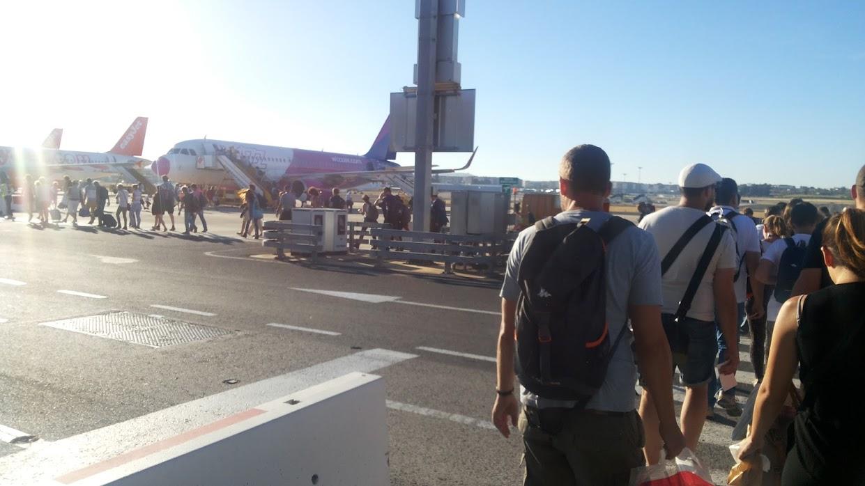【Wizz Air乗り方】手荷物の機内持ち込み、オンラインチェックイン、航空券印刷