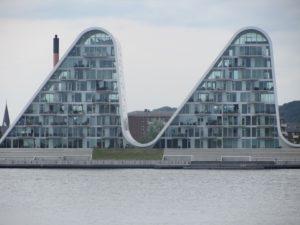 波型の謎の建築(マンション)