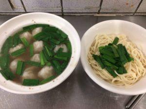 ワンタンスープと乾麺のセット