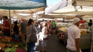 カンポ・デ・フィオーリ広場(Piazza Campo de'Fiori)
