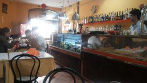 リスボン大聖堂近くの大衆レストラン