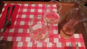 白ワインのデキャンタ
