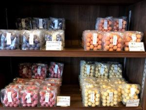 フルーツフレーバーで豆をコーティングしている商品