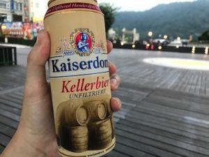 奮発してちょっと高いドイツビールを飲む