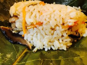 平甚名物の朴葉寿司