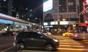 台湾は自動車優先。覚えておこう。