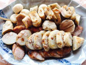 阿豹香腸攤のソーセージと関東煮