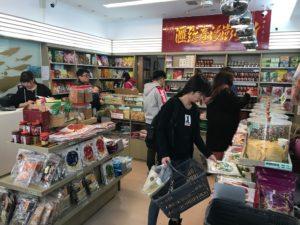 店内は広々としていて商品の種類は多め