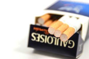 ホテルやレストランは禁煙