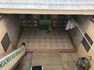 中庭を上から見下ろす