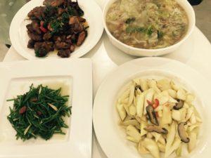 左上から時計回りに、三杯鶏、白菜煮、マコモ、水蓮