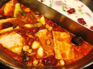 鴛鴦火鍋(二つの味がある)
