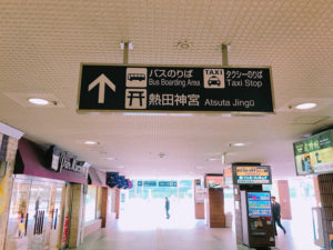 名鉄神宮前の駅構内には道案内がたくさん出ている