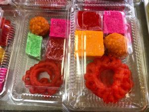 色がやばいインド菓子