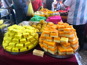 インド菓子の山