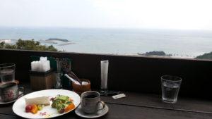 CAFE風樹で沖縄の海を見ながら休憩しよう。
