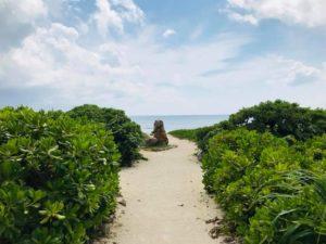 瀬長島の浜辺