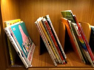 日本語の子ども用絵本もたくさんあった