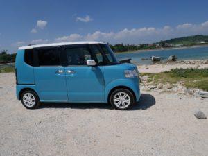 沖縄は意外にデカイ。美しいビーチが見たいならレンタカーを借りよう。