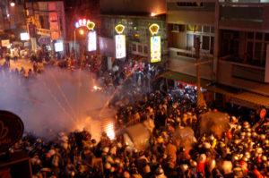 「鹽水蜂炮(危険な爆竹祭り)」に参加したいなら2月下旬