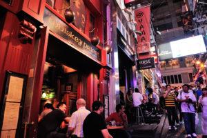 香港でバーが集まるエリア「蘭桂坊/ランカイフォン」