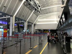 台中空港のチェックインカウンター