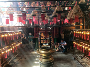 文武廟(Man Mo Temple)で有名なぐるぐるのお線香