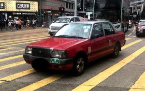 赤い「市區的士(Urban Taxi)」