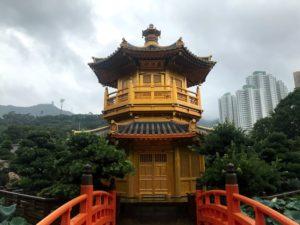 南蓮園池にある金閣寺のような建築
