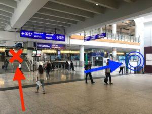 赤はエアポートエクスプレス乗り場、青はバス乗り場