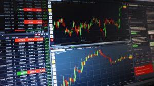 株は財務状況の研究や値動きの分析など、わりと勉強しなきゃいけないことがたくさんあります。