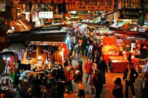 香港の町歩きは超楽しい。毎日がお祭りのように賑やかだ。