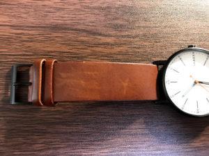 私の腕時計。目立たない程度の引っかき傷がある。