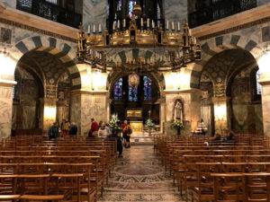アーヘン大聖堂の中はものすごく厳かな雰囲気