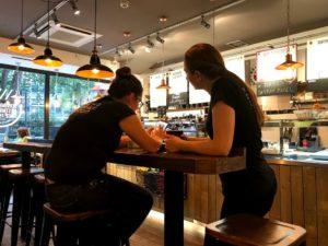ロンドンのカフェの店員さん