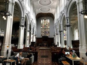 イギリス・ロンドンの教会カフェ「Host Cafe」の内装