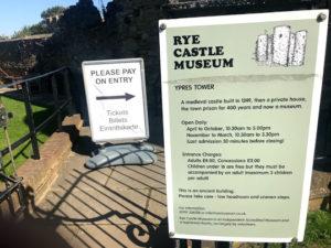 ライ城の入口と入場料