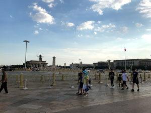 大通りの向かいには毛主席記念堂があります