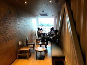 台湾花蓮のコンテナスタバ。おしゃれな空間。