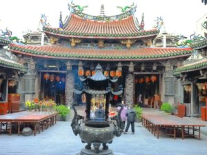 台湾は大乗仏教と道教
