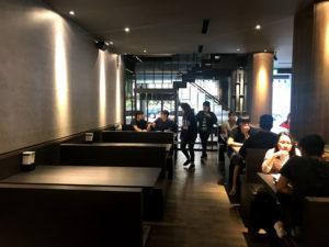 台中の老舗茶店「偈亭」一中街支店の内部を別のアングルから