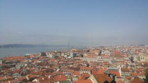 リスボン市内。魔女の宅急便の世界のよう!