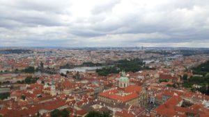 プラハ城からプラハの街並みを眺める