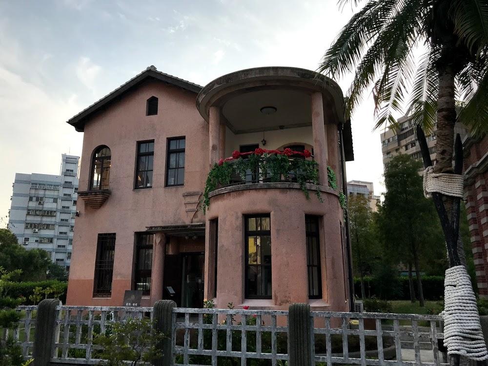 台中の住宅地にたたずむ「一德洋樓」は、2015年に一般公開した貴族の豪邸!カフェで休憩!(韻)