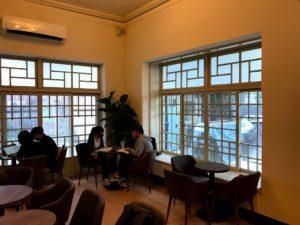 ルイーザーコーヒー店内の席