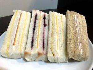 洪瑞珍のサンドイッチをお皿の上にならべてみた。