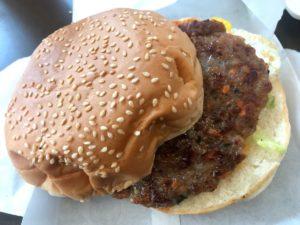 台湾の定番朝ごはんメニュー10:ハンバーガー(漢堡)