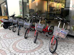 自転車は無料レンタル可、バイクは1日300元でレンタル可
